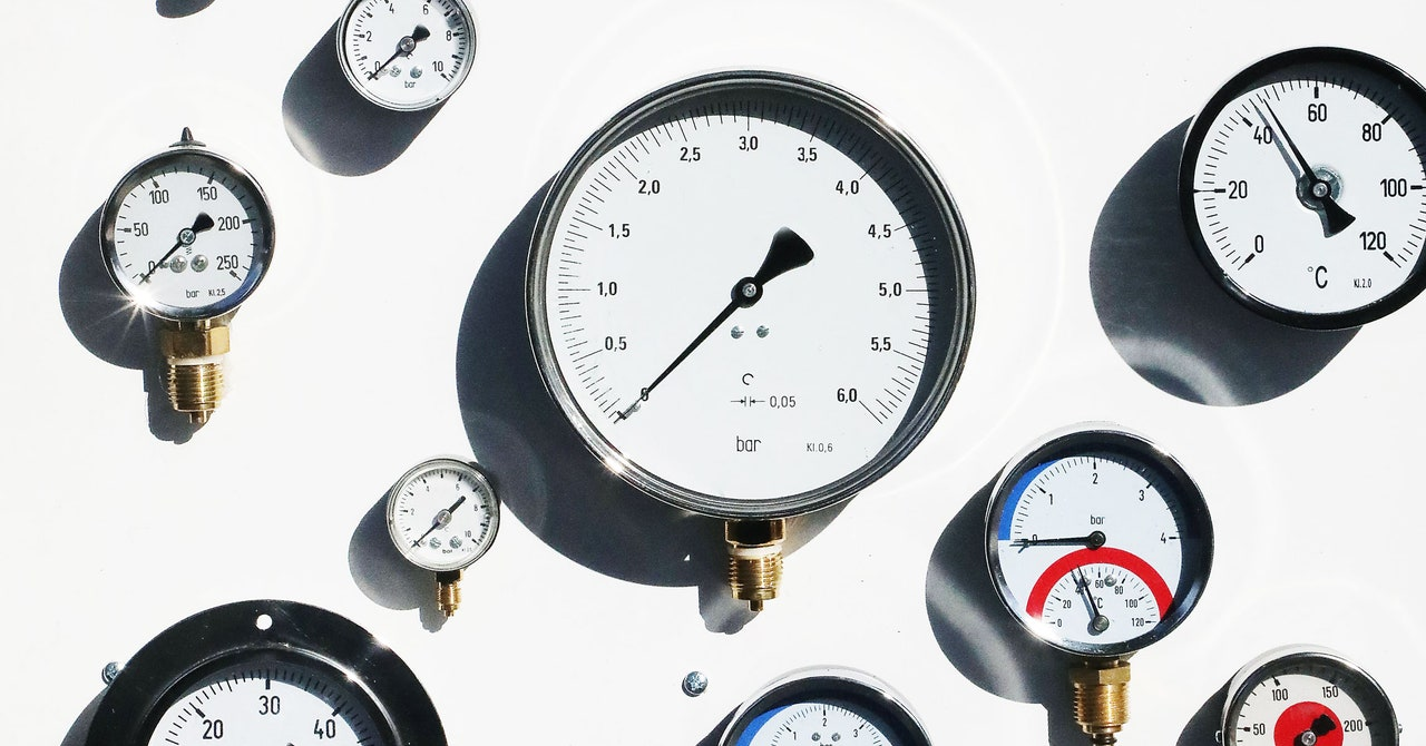 How to Measure Pressure With a Phone and a Baggie